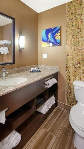 Best Western Plus Kendall Airport Hotel & Suites Photo