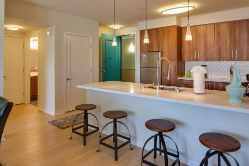 Kettner Boulevard Apartment by Stay Alfred - San Diego, CA 92101