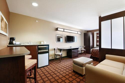 Microtel Inn & Suites by Wyndham Austin Airport photo 10