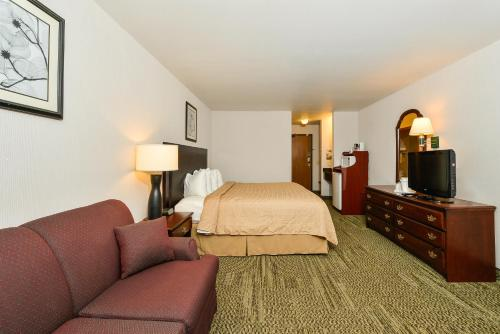 Quality Inn & Suites Stoughton Photo