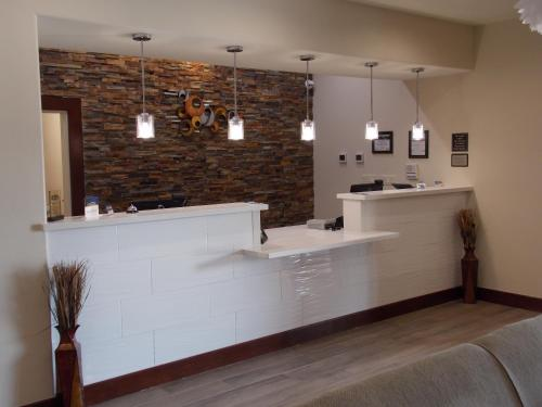Best Western Plus Spring Inn & Suites Photo