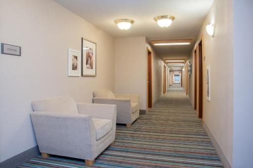 Country Inn & Suites Milwaukee Airport Photo