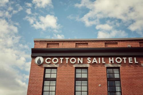 Cotton Sail Hotel Savannah Riverfront Photo