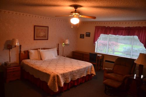 The Chalet Motel & Apartments Photo