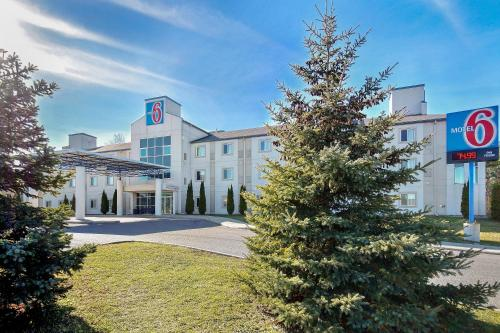 Motel 6 Peterborough Photo