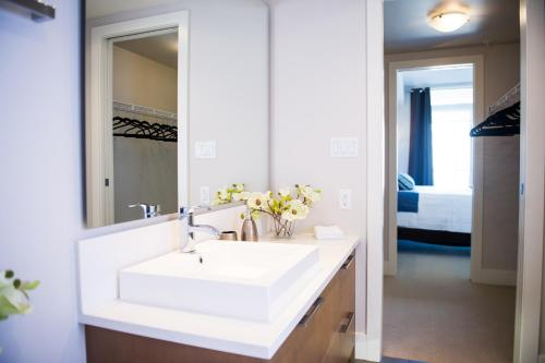 Executive Suites by Roseman Calgary - Luna Photo