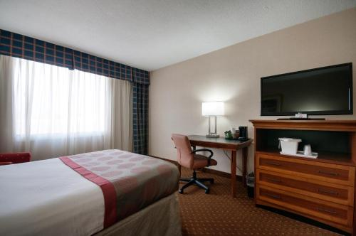 Clarion Hotel Indianapolis photo 19