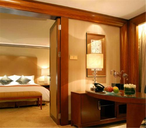 Club Twin Room with Executive Lounge Access