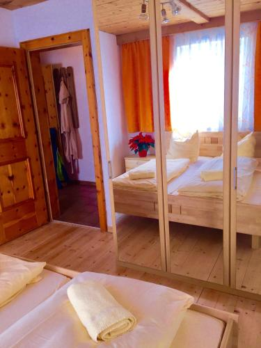 http://www.booking.com/hotel/at/jagerchalet-gerlos.html?aid=1728672