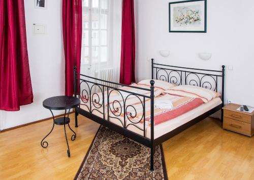 Charles Bridge Bed And Breakfast, Прага