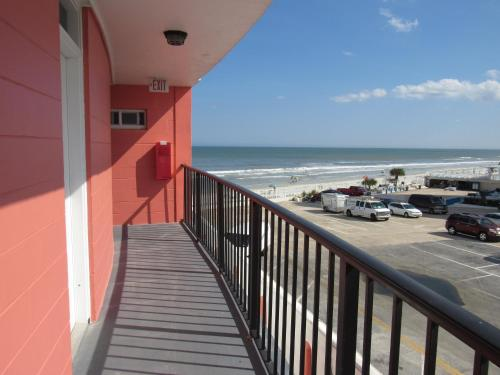 Cove Motel Oceanfront Photo