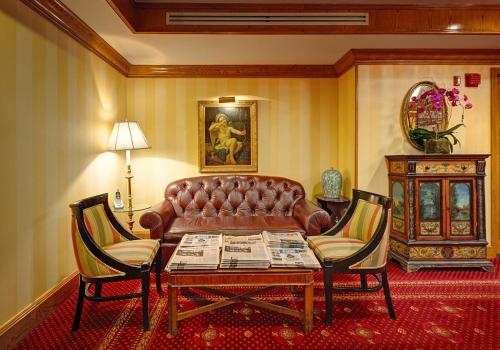 Hotel Elysee by Library Hotel Collection Photo
