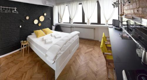 https://www.booking.com/hotel/ro/film-studio-by-marten-city-lodge.en.html?aid=1728672