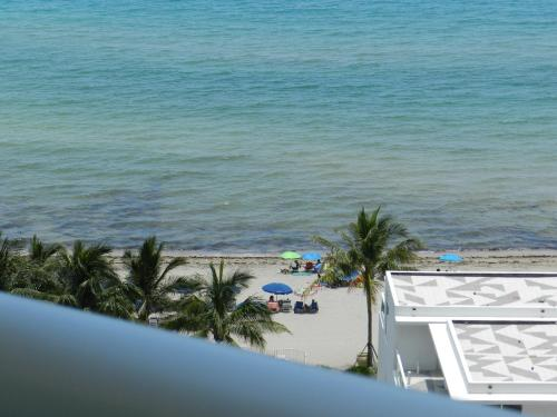 Hollywood Beach Side Apartments Photo