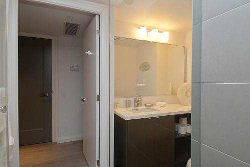 Whitehall Suites - Yorkville Photo