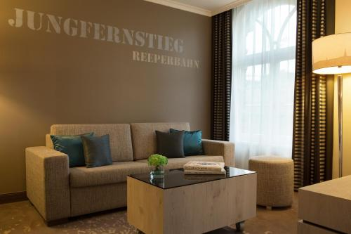 Renaissance Hamburg Hotel, A Marriott Luxury & Lifestyle Hotel photo 21