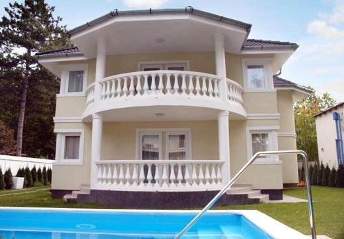 http://www.booking.com/hotel/hu/two-bedroom-apartment-in-siofok-ii.html?aid=1728672