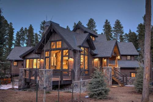 Boulder Lodge Home by Colorado Rocky Mountain Resorts