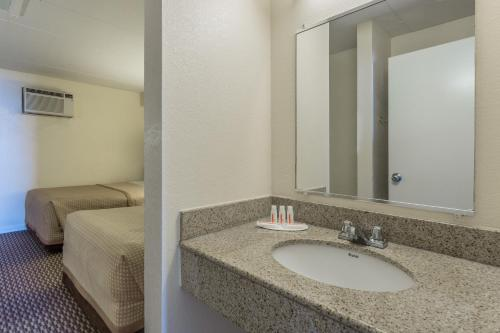 Travelodge Suites Oceanfront Photo
