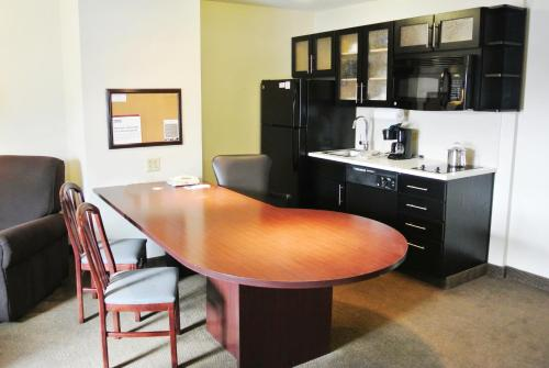 Candlewood Suites Washington-Dulles Herndon Photo