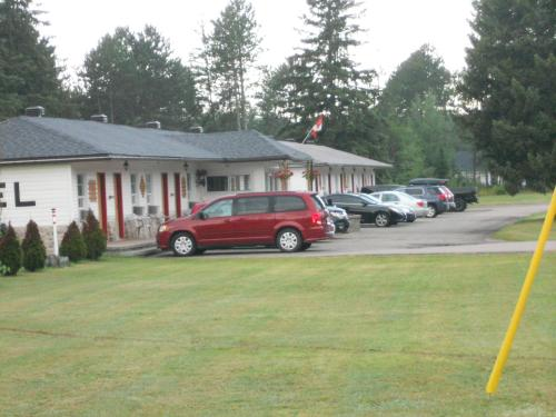 Deep River Motel Photo