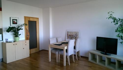Apartment Praha Prosek with free Parking, Прага