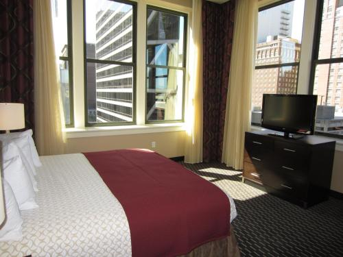 Embassy Suites Saint Louis - Downtown Photo