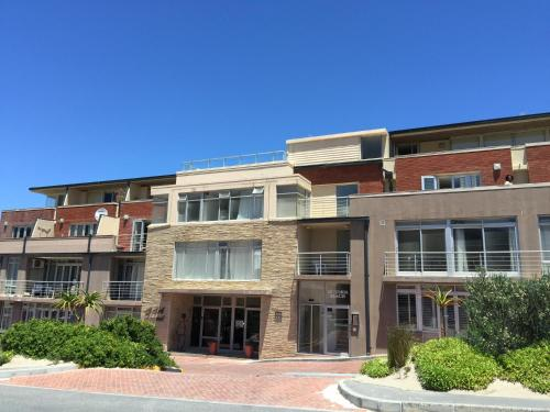 Victoria Beach Apartments Photo
