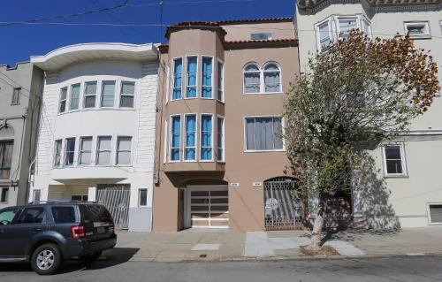 Large Inner Richmond Flat - San Francisco, CA 94118