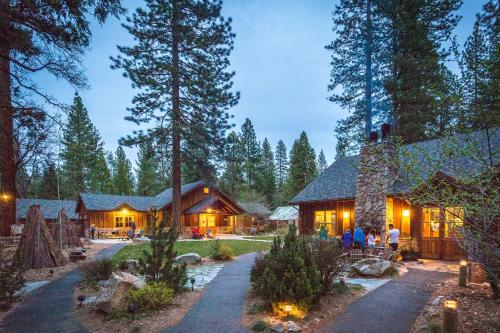 Evergreen Lodge at Yosemite Photo