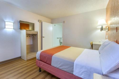Motel 6 Phoenix - Northern Avenue - Phoenix, AZ 85051