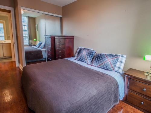 Toronto Furnished Accommodations - Qwest Photo