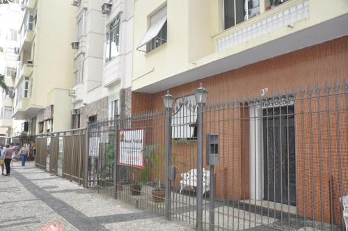 Rent House in Rio Frank Sinatra Photo