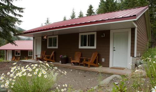 Tod Mountain Guest Cabins Photo