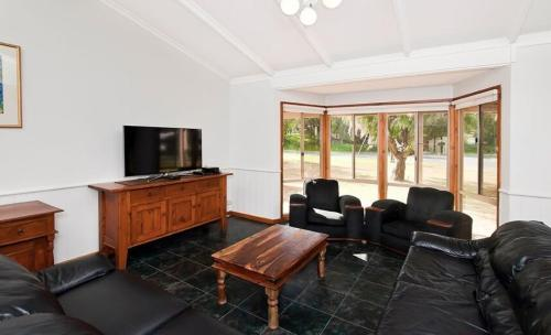 http://www.booking.com/hotel/au/quindalup-retreat.html?aid=1728672