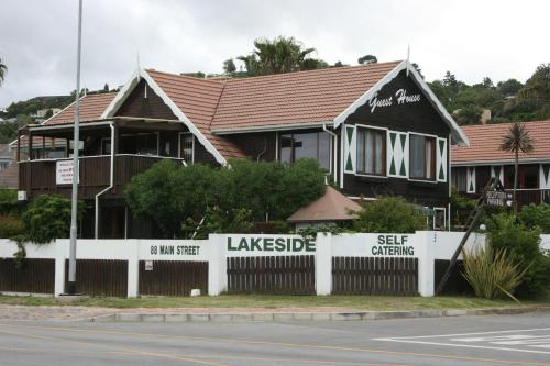 Lakeside Accommodation Photo