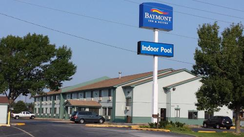Baymont Inn & Suites Ames Photo