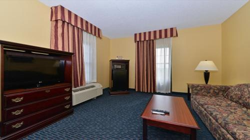 Jonesboro Inn & Suites Photo