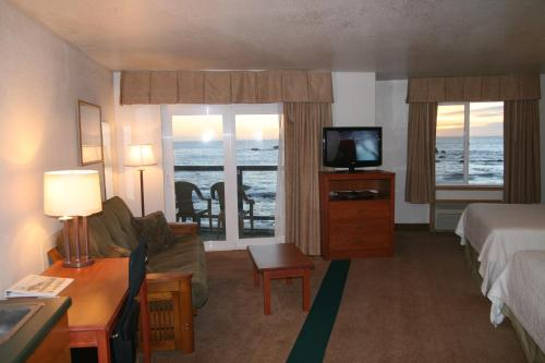 Oceanfront Lodge Photo