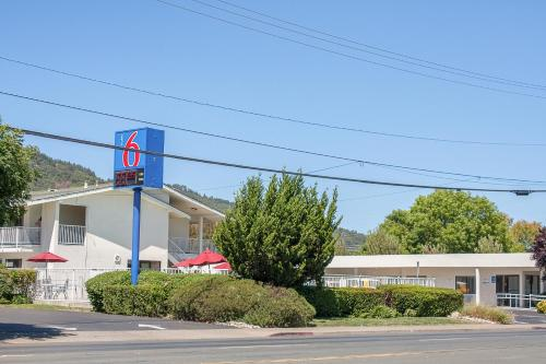 Motel 6 Ukiah Photo