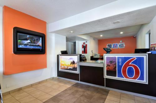 Motel 6 Big Bear Photo