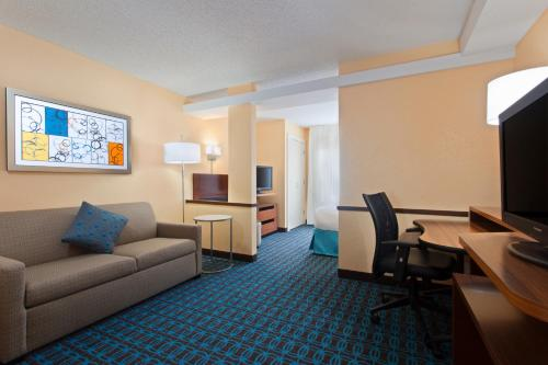 Fairfield Inn and Suites by Marriott Tampa Brandon Photo