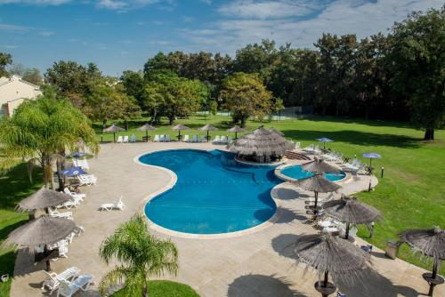 Howard Johnson Pilar Resort Spa & Convention Center Photo