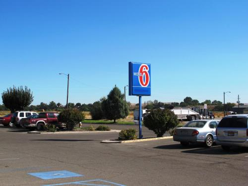 motel 6 ontario in ontario usa lonely planet. Black Bedroom Furniture Sets. Home Design Ideas