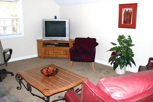2765 Old Forest Apartment Photo