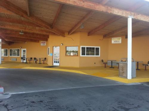 California Motel - Dunnigan, CA 95937
