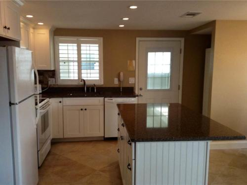 Island House Beach Resort 6 Photo
