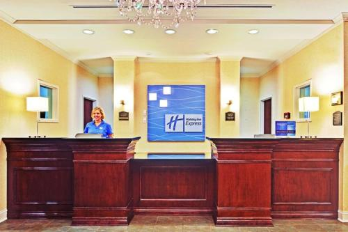 Holiday Inn Express & Suites Dyersburg Photo