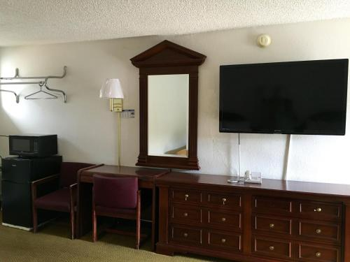 Economy Inn Ruidoso Downs Photo
