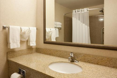 Holiday Inn Express & Suites Custer Photo